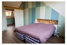 Master bedroom w Hästens bed 180 x 220