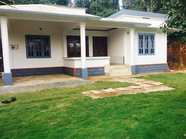 Abaft serviced villa - Kalpetta - Talo