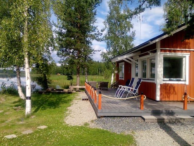 Idyllic lakeside cottage, sauna and private beach