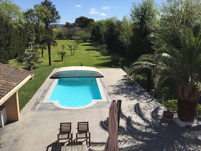 Deux chambres a Salon de Provence avec piscine