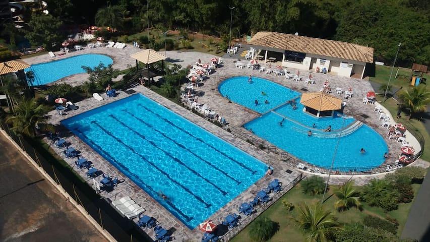 Golden Dolphin c/toalhas roupas de cama piscina5pe