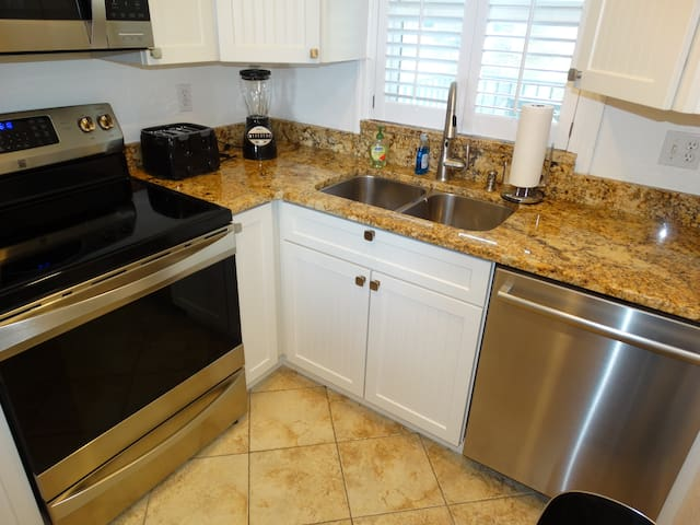 FULLY Remodeled Kitchen!