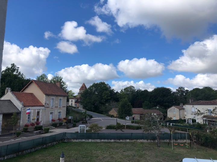 Stunning 2 Bed House in Oradour-Fanais