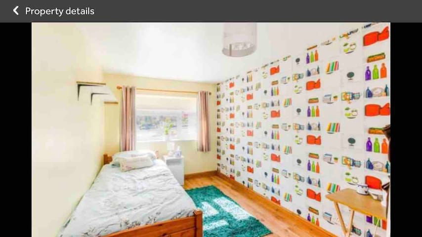 2 single beds with the option of breakfast
