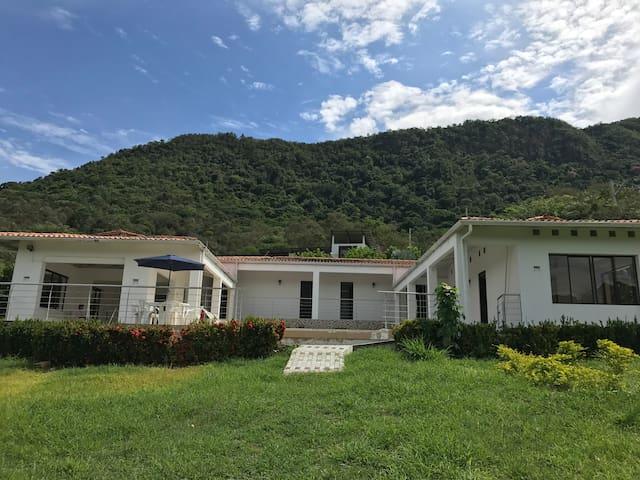 Casa privada, Condominio Cerros del guacana