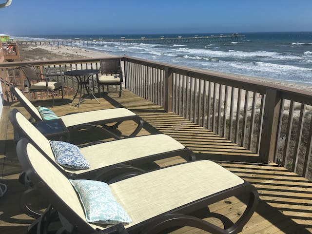 PANORAMIC OCEANFRONT LIVING- EMERALD ISLE