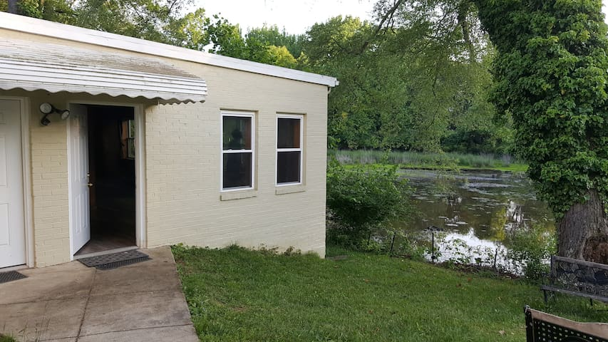 Apartment with a Pond, Next to DC and Andrews AFB - Camp Springs - Departamento
