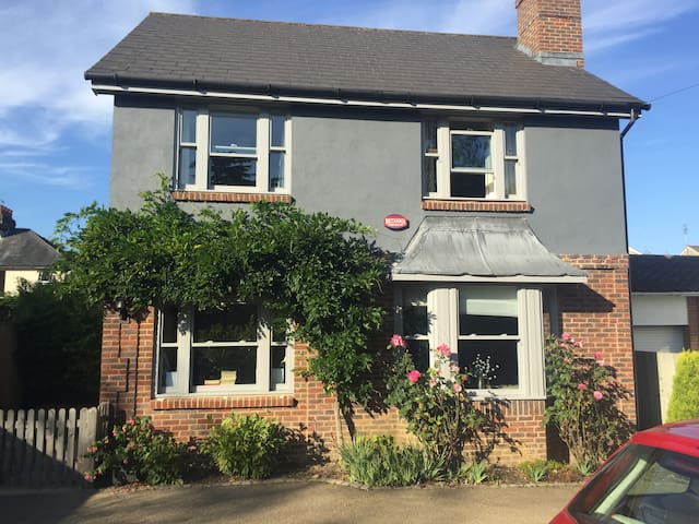 4 Bedroom Detached Family Home - Royal Tunbridge Wells - Ev