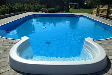 B&B with pool and elevation bed - Frederiksværk - Ev