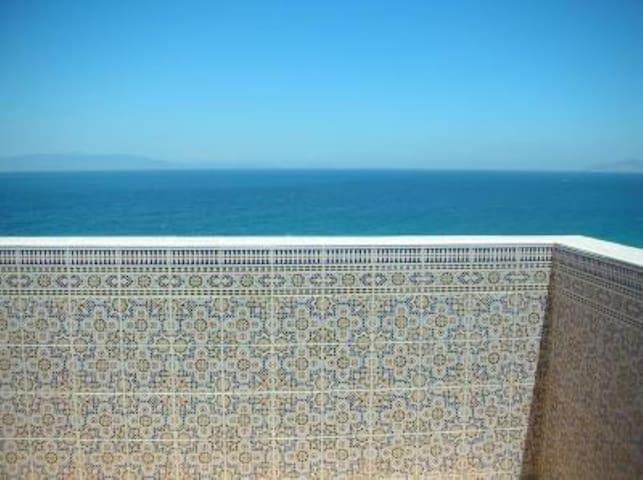 Maison orientale avec vue sur la méditerranée