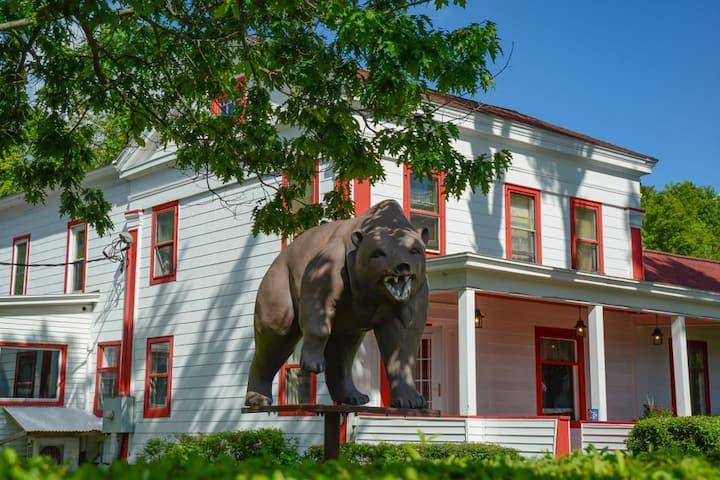 Three Bear Inn, Historic Inn and Motel