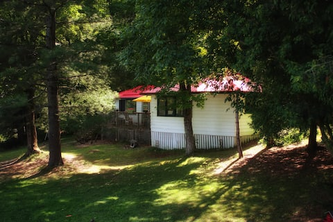 Beautiful traditonal cottage with comforts of home
