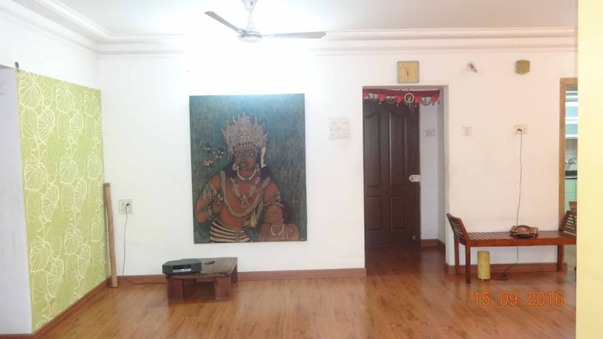 Single Private Room with Green Balcony - Navi Mumbai - Guesthouse