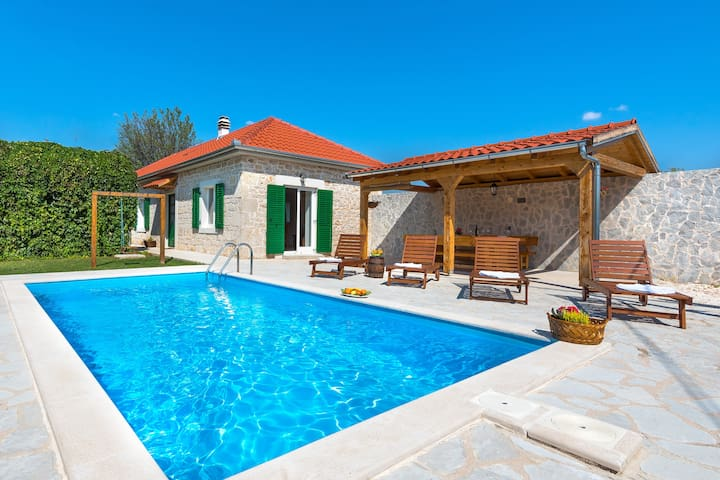 Krka National park holiday house with pool - Puljane - House