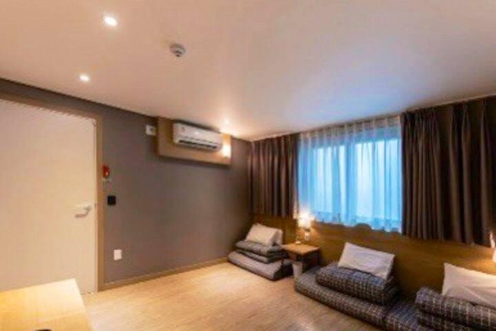 아늑하고 편안한 통영야자호텔 온돌룸