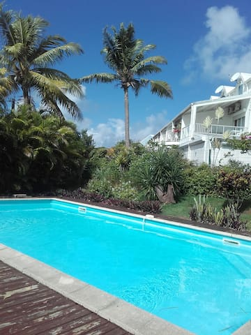 Beau T2 avec piscine près de la mer  sans pb d'eau