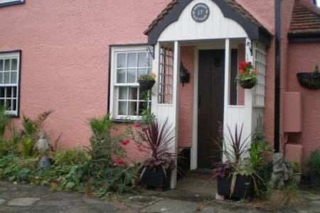 Beamed Cottage in Writtle Village - Writtle
