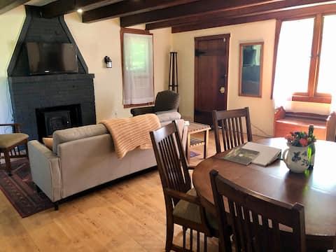 Cozy Cabin Retreat in Heart of Sleeping Bear Dunes