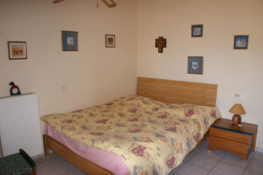 Bedroom with a twin bed #1
