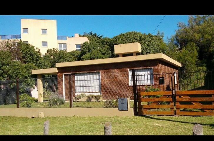 Casa con jardín A mts Del Mar y 10 de la peatonal