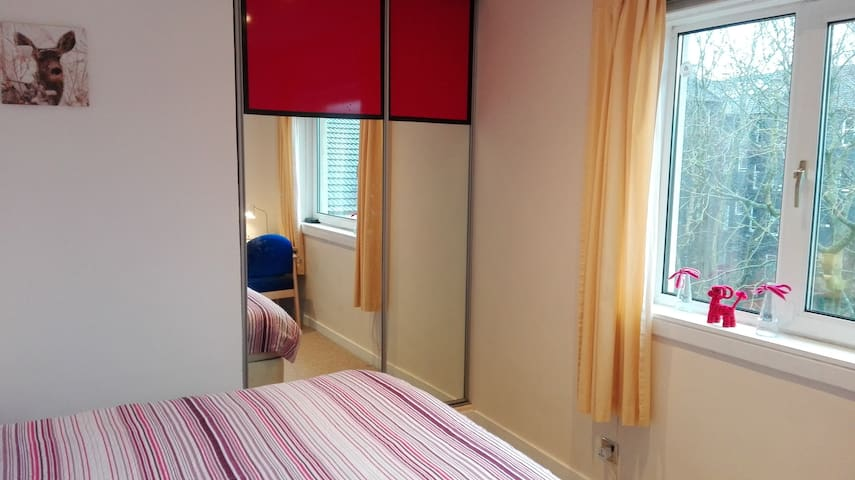Cozy&Clean&Safe, 3rd-floor Room near City Centre - Glasgow - Apartment