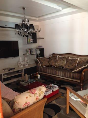 Casa espaçosa, confortável completa para lazer - Macaé