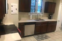 Room minutes from University Circle + Downtown