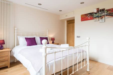 #1 Bright,Clean TOWER BRIDGE Room & Garden Terrace - London