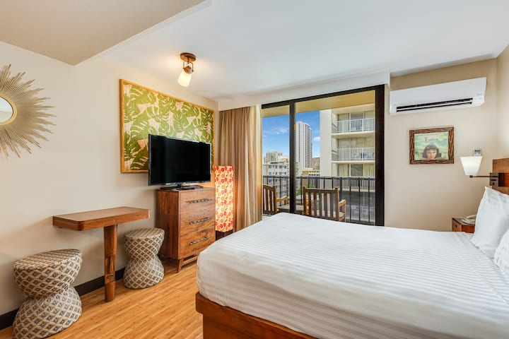 Remodeled Studio Just Steps from Waikiki Beach