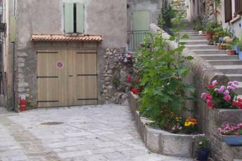 Grand studio  en haute provence
