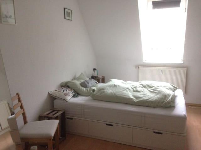 freundliches WG-Zimmer in Stadtnähe