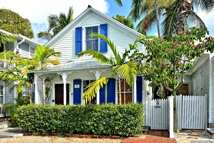 Coconut Cabana: A restored Old Town home with charm & tropical ambience