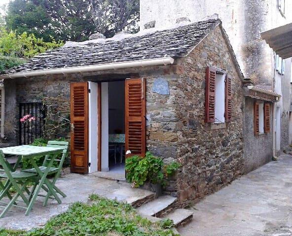 Petite maison au coeur du Cap Corse - Sisco - Huoneisto