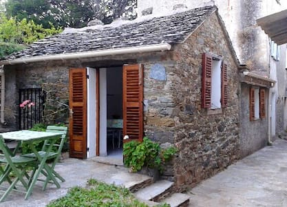 Petite maison au coeur du Cap Corse - Sisco