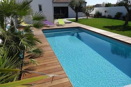 Piscine chauffée, proche commerces et plages - La Couarde-sur-Mer - Villa