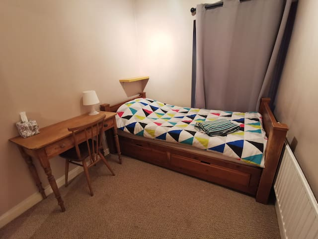 Comfy Single Bed - private room in lovely home