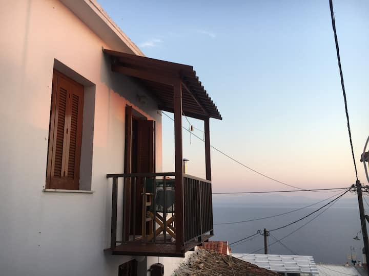 Cute house with magic view in the top of Glossa...