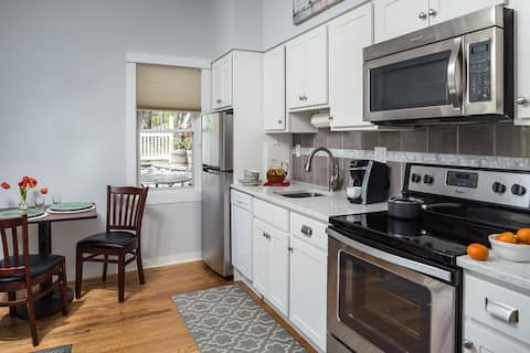 Traditional  & Elegant Tannersville Apartment