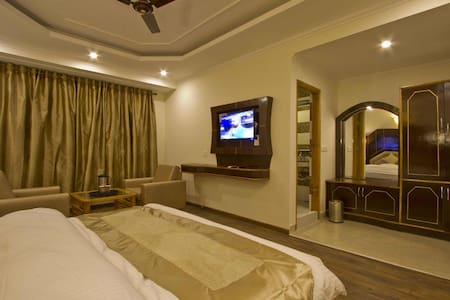 Super Deluxe@Venn Premium, Manali - Neu-Delhi - Bed & Breakfast