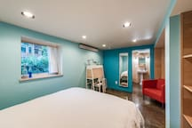 SE Portland / Thoughtful & Modern Buckman Flat
