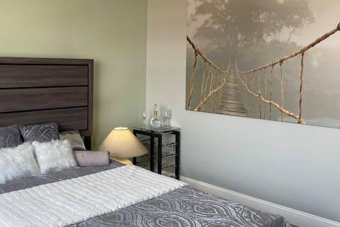 Modern 3-bedroom rental unit with free parking
