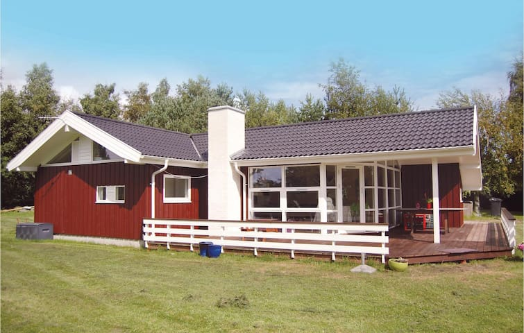 Holiday cottage with 3 bedrooms on 100m² in Stege
