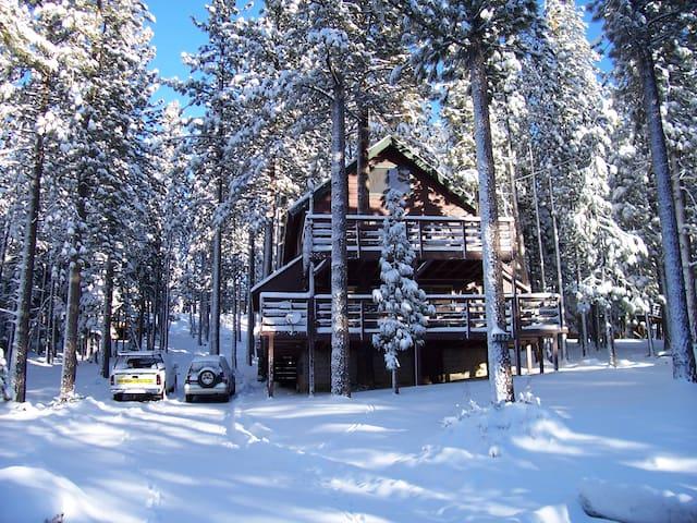 Friends and Family Tahoe Retreat w/ Hot tub - Саут-Лейк Тахо - Бунгало
