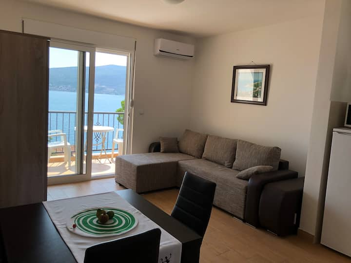 Brand new flat by the beach in Bijela, Herzeg Novi