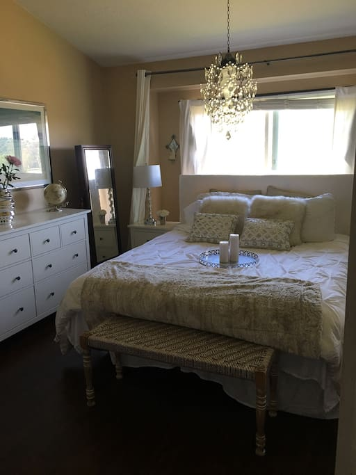 Cal king bed / desk / golf course views / attached bathroom with shower