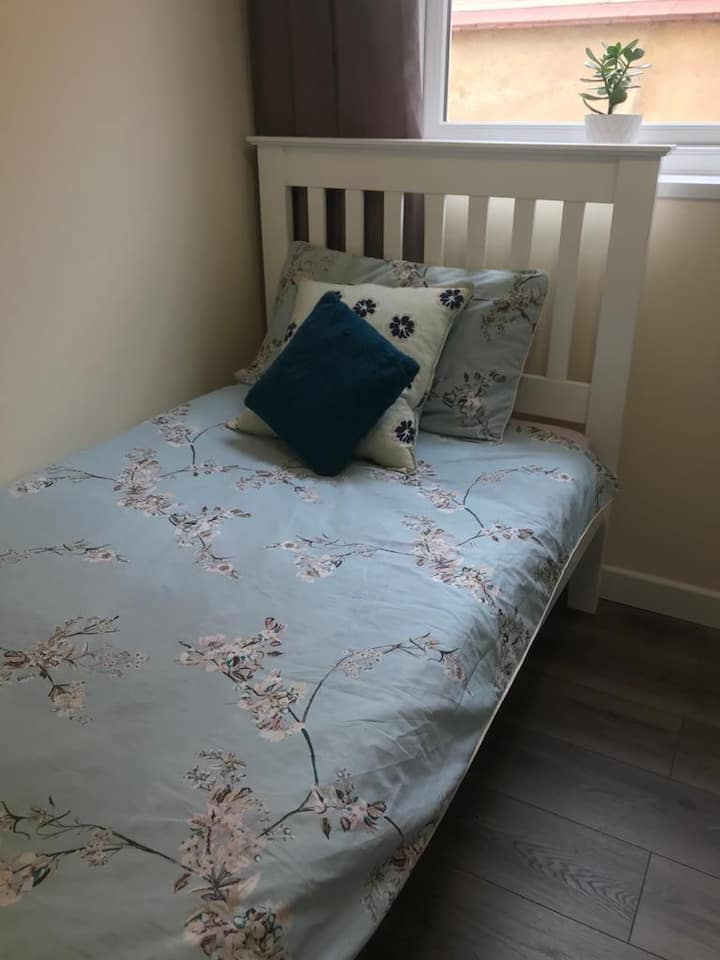 En suite single room available near town centre