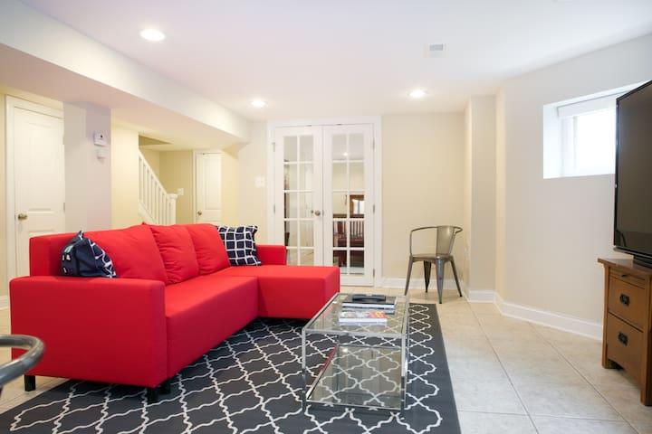 Apartment w/ Full Kitchen & Parking - Washington - Apartment