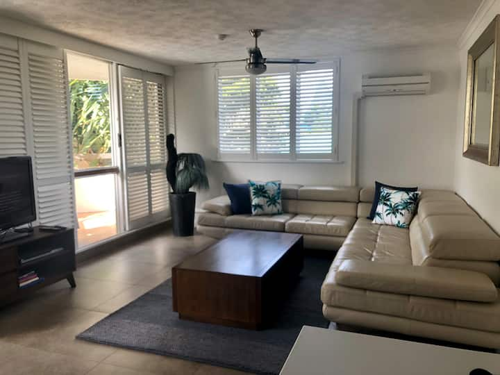 Stylish 3 Bedroom Beach Retreat Mooloolaba