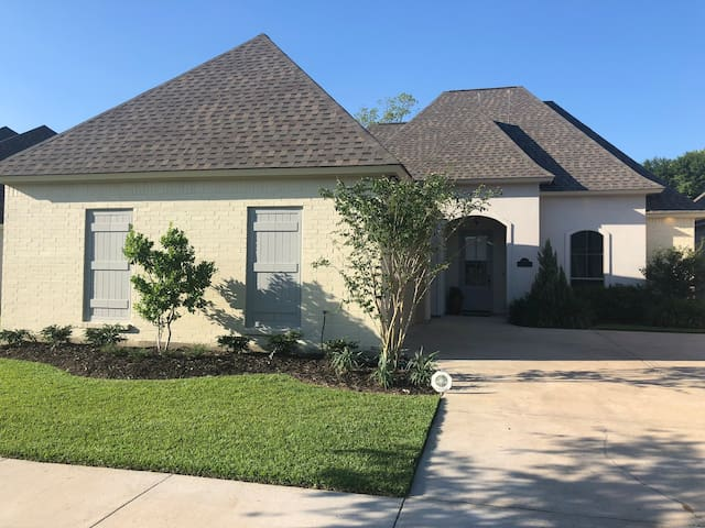 New Home / Gated / Pool / 200+ Reviews!