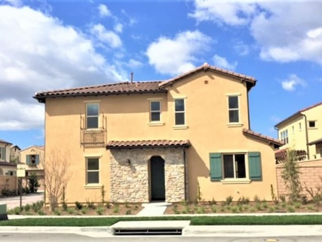 Brand New 4 Bedroom House by Irvine Spectrum! - Lake Forest - Casa
